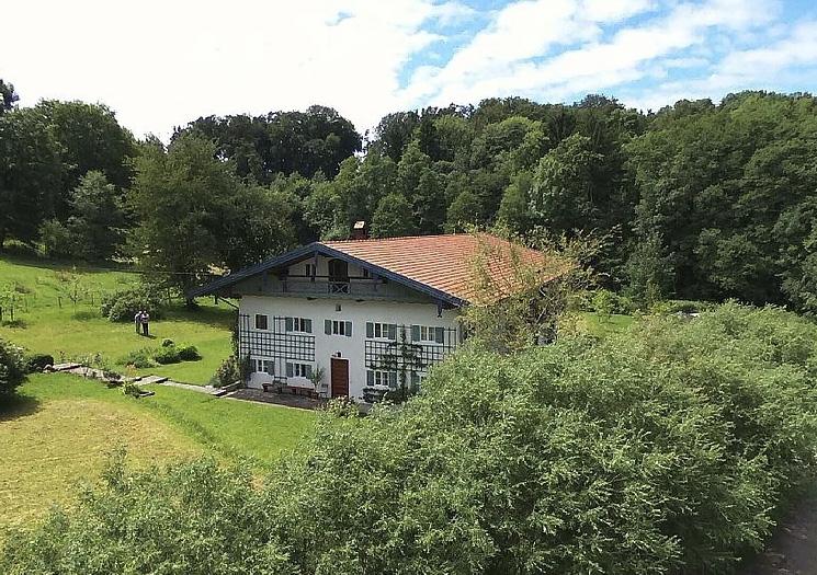Das ehemalige Bauernhaus | Am Roseneck Prien